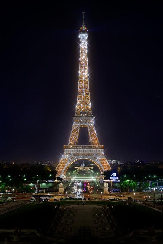 Image de communication - Agence Lumière - Eclairagistes - Mise en lumière de la Tour Eiffel